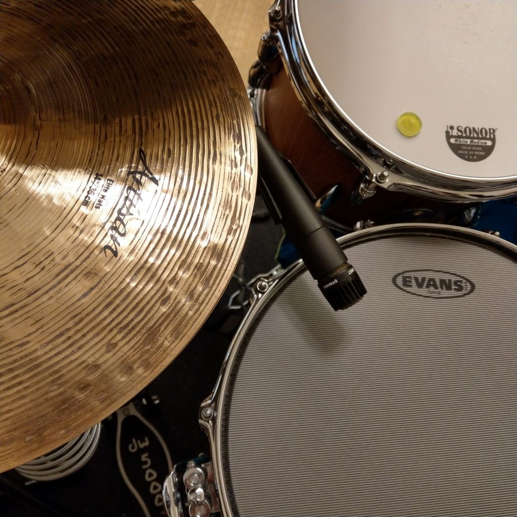 Sabain cymbal, Sonor drums, Evans drum head, shire sm57